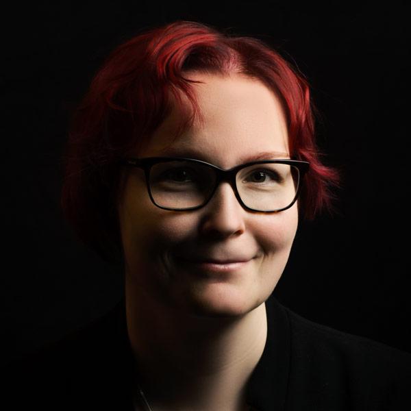 Elina Mäkinen.